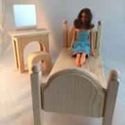 Bedroom-set-w-Barbie