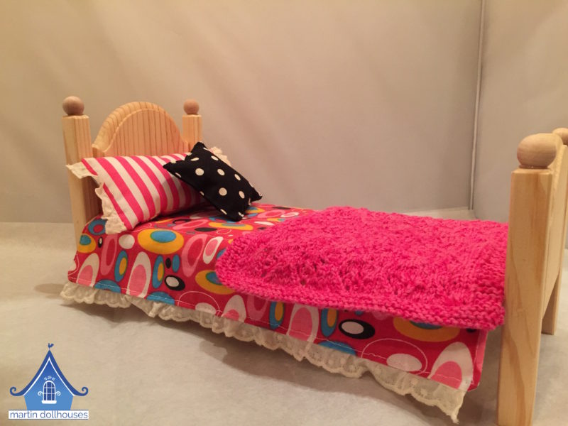 DIY Barbie bedding pink circles and knitted blanket