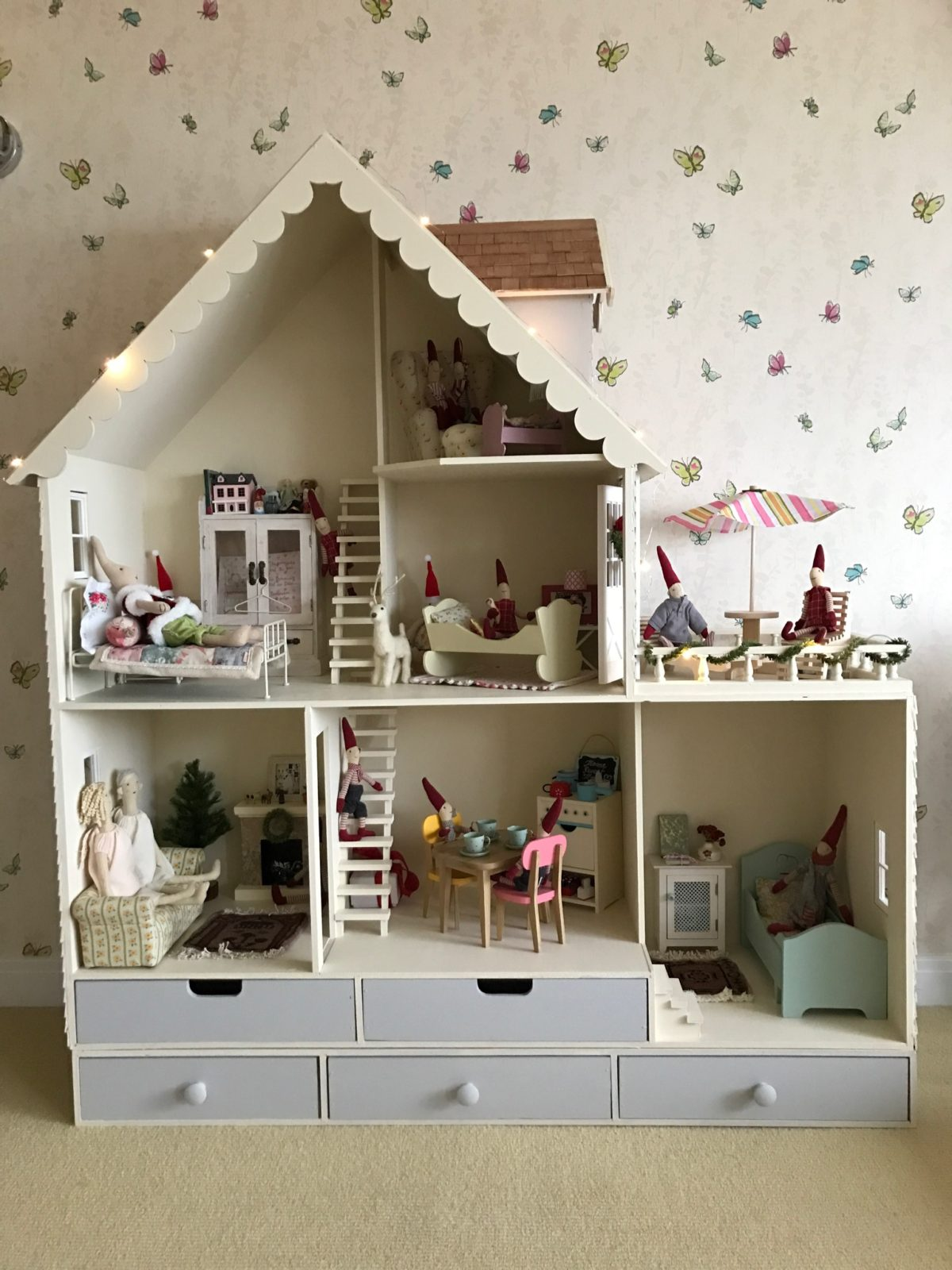 Decorated Martin Dollhouse Country
